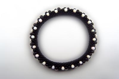 Designer Jewelry - Black and White Bead Diagonal Crochet Bracelet Pattern